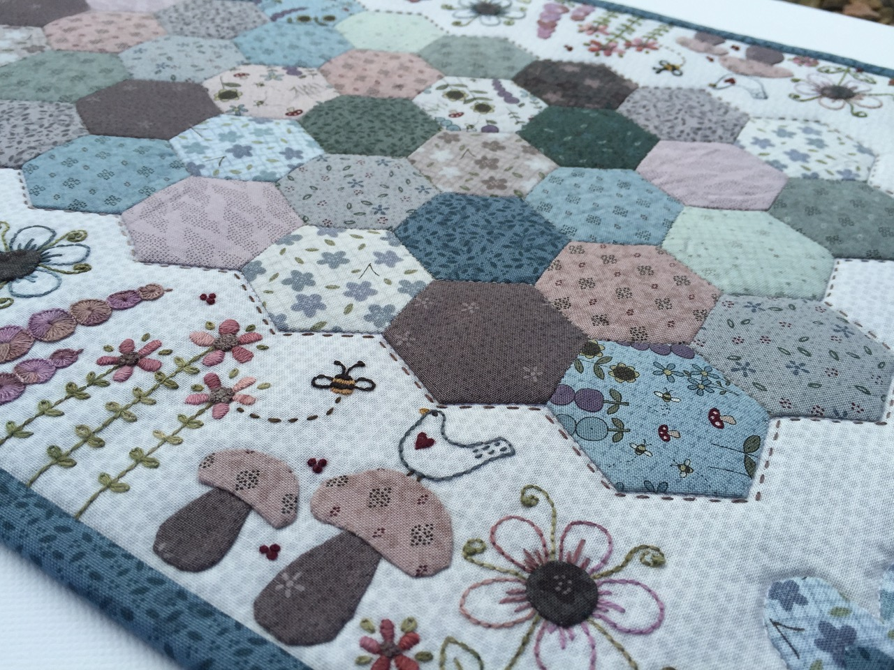 In The Course, Lynette Will Teach How To Transfer The Embroidery Design  Onto Your Background Fabric Using A Lightbox And Fine Tipped Marking Pen